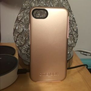 Brand new pink/rose gold otterbox
